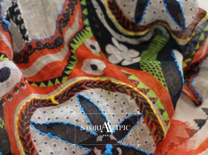Détail d'un foulard original Storiatipic